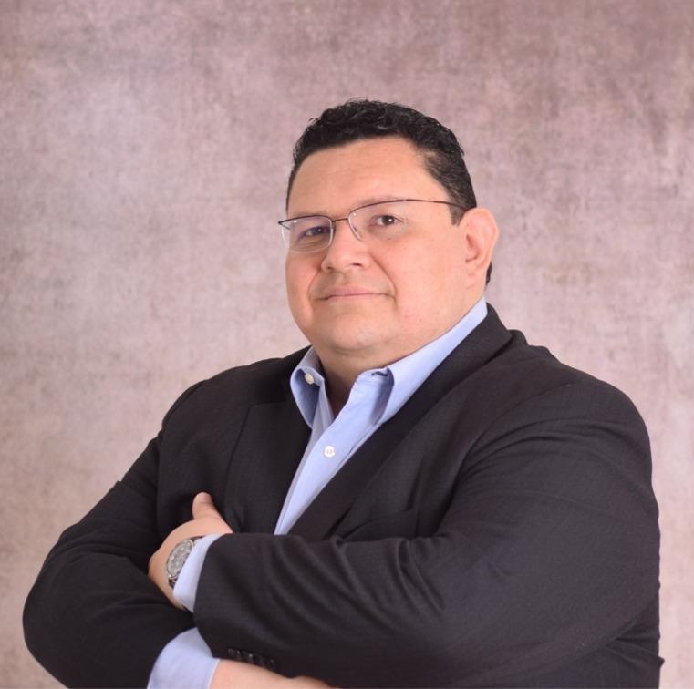 Dr. Julio de León Vizcaíno